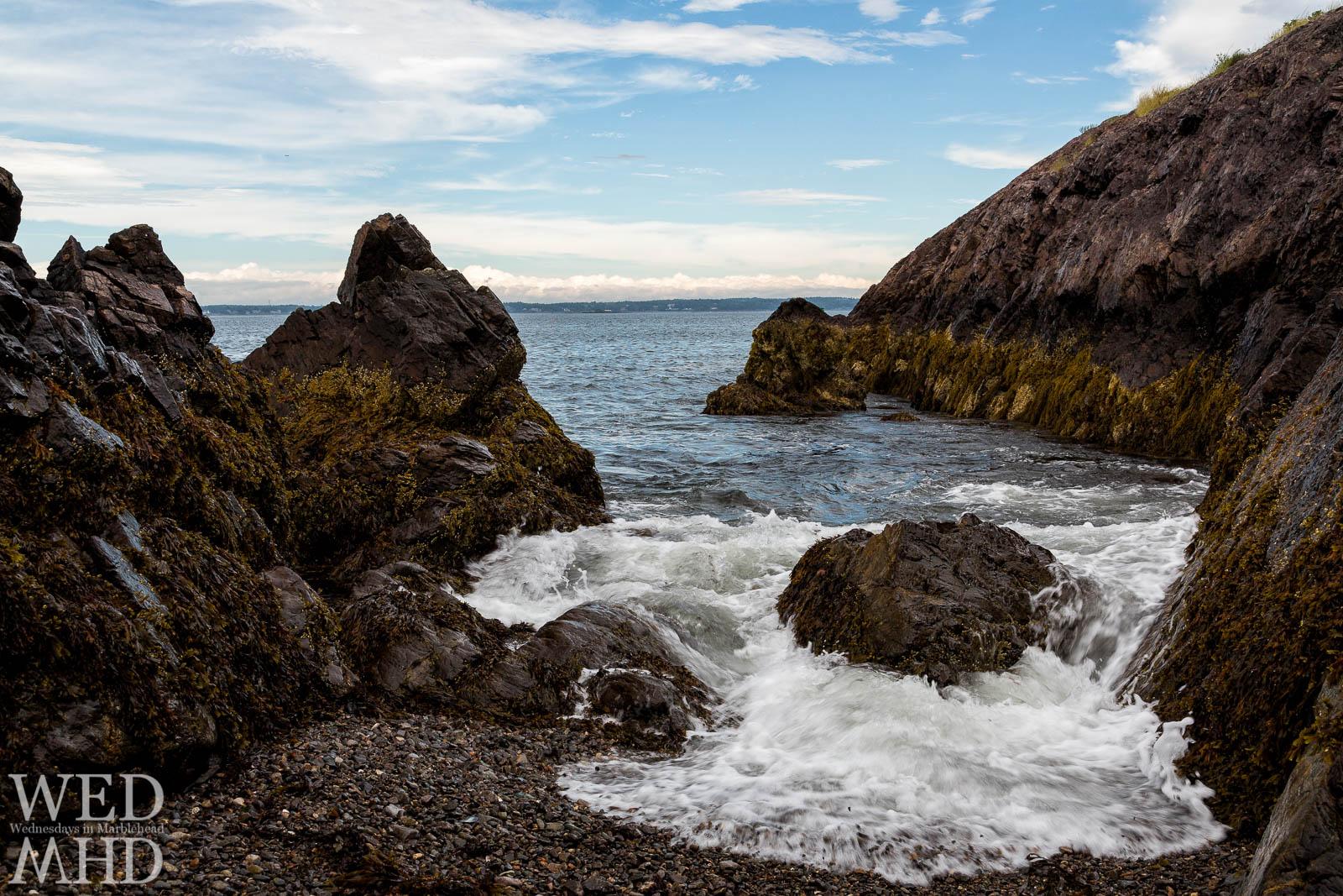 tide between rocks